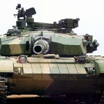 Rusijos vairuotojas nufilmavo, kaip kelią kerta tankas
