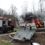 Pagėgių pradinės mokyklos stadione degė automobilis(video)