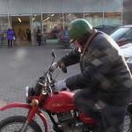 70- metis senolis su 32-jų metų senumo motociklu keliauja po Lietuvą(video)