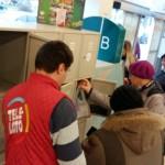 """Prekybos centrus okupuoja agresyvūs """"Teleloto"""" bilietų pardavėjai"""