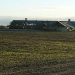Europa investuoja į Lietuvos kaimą - greta naujai įrengtų poilsio zonų griūvantys ir tuštėjantys namai.