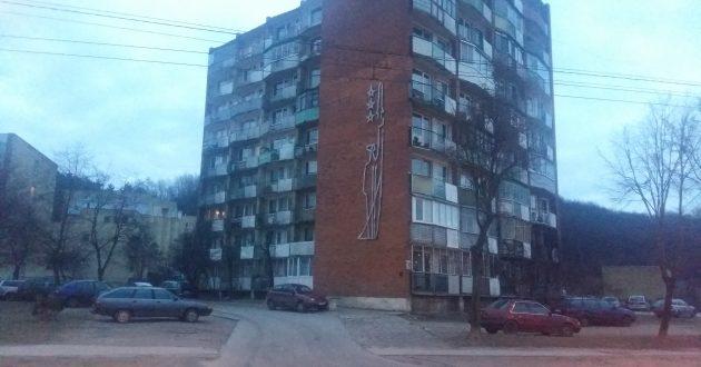 Pagrindinėje Kauno gatvėje stovi daugiabutis, menantis sovietų kosmoso užkariavimą.