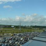 """Ant """"Megos"""" stogo įsikūrusi automobilių stovėjimo aikštelė puiki vieta pasižvalgyti po Kauną"""
