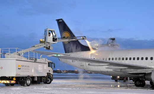 Kariuomenė bandė už  milijoną nusipirkti  sunkvežimį ledui nuo orlaivių šalinti, kažkas sutrukdė.