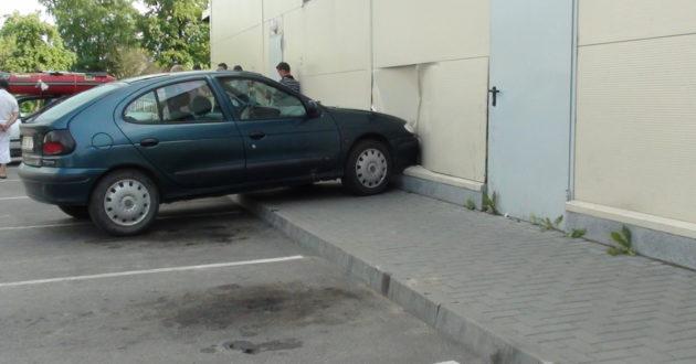 Per penkiolika metų  iš Lietuvos vairuotojų užsienio draudikai surinko milijardus eurų