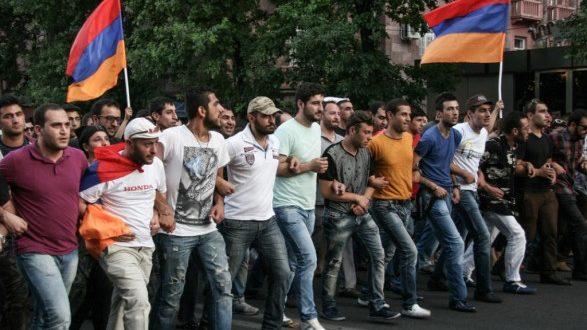 Armėnijos sostinėje neramumai-tiesioginė transliacija