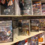 """Kol Lietuvos valdžia grumiasi su Kremliaus propaganda, """"Maxsima"""" prekiauja DVD filmais iš Rusijos"""