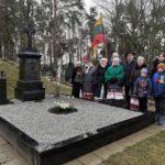 Nepasitenkinimą seniūnu išreiškė Tarybinės Lietuvos himno eilėmis.