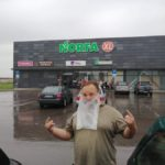 Prieš kaukių dėvėjimą lietuviai protestuoja savaip, vis daugiau pasirodo su šypseną keliančiais veido apdangalais