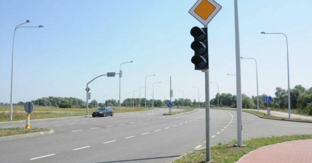 Greitį mėgstančius vairuotojus drausmins išmanieji šviesoforai