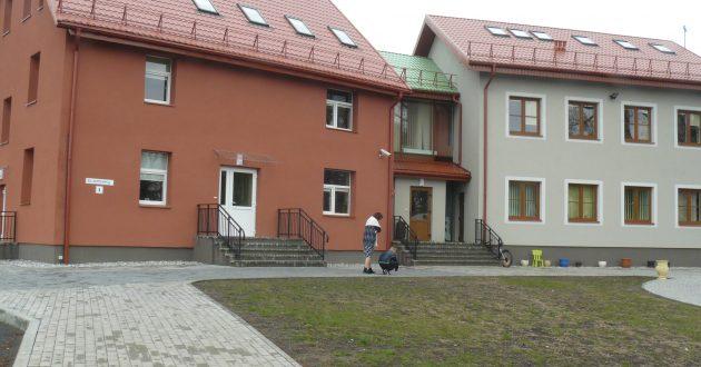 Po gražiu Pagėgių vaikų globos namų fasadu slepiasi problemos