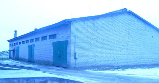 Statybų badas Kauno rajone- ūkio sandėlio stogą panoro remontuoti net 30 įmonių.