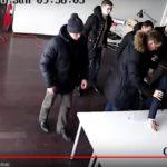 Rusijos  studijose tiesioginiame eteryje suiminėjami žurnalistai pranešinėjantys apie protesto akciją