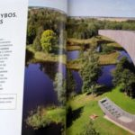 """Pirmajame ,,National Geographic Lietuva"""" leidinyje – karstinių ežerėlių ir smegduobių kraštas"""