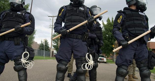 Lietuva perka prailgintas policijos lazdas