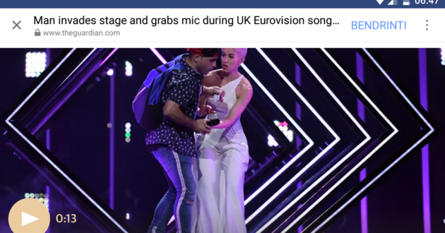 Eurovizijos scenoje iš britų dainininkės atėmęs mikrofoną vyras Anglijos informavimo priemones pavadino nacistinėmis