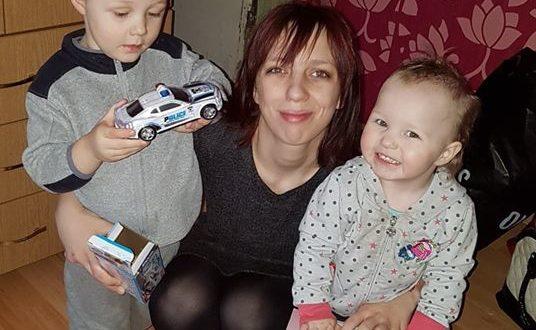 Atomazga Naujojoje Akmenėje -  vaikai mamos glėbyje