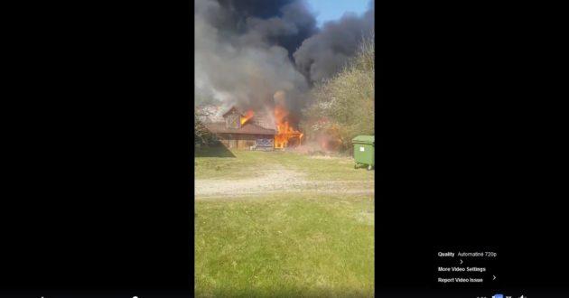 Internete išplatintas video apie žaibišką gaisro išplitimą sodyboje(video)