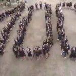 Vilkijos gimnazijos šimtmečiui gimnazistai sušoko įspūdingą šokį
