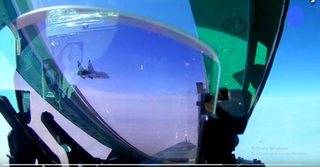 Rusija demonstruoja galią- paviešino naikintuvo skrydį į artimąjį kosmosą