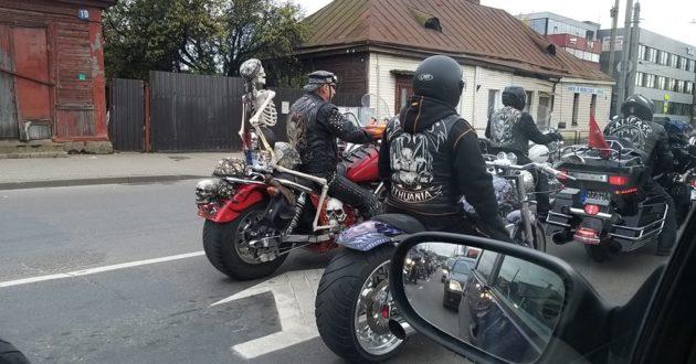 Kauno gatvėse galingų motociklų kolona(video)
