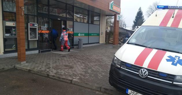 Iš Pagėgių Norfos medikai išsivedė moterį.